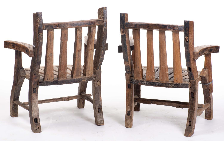 Lot 1 - Paire de fauteuils rustiques de la vallée d'Aoste H. 94x78x59 cm - - Mobilier & [...]