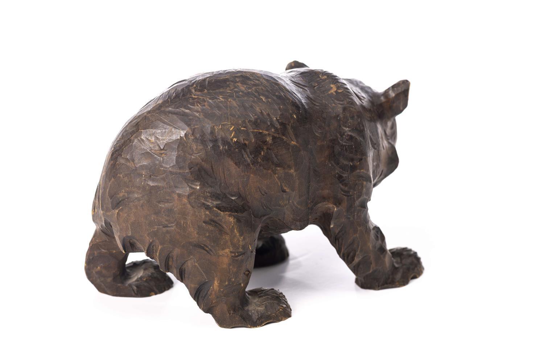 Lot 3 - Statuette en bois de sculpté de Brienz représentant un ours, travail suisse H. [...]