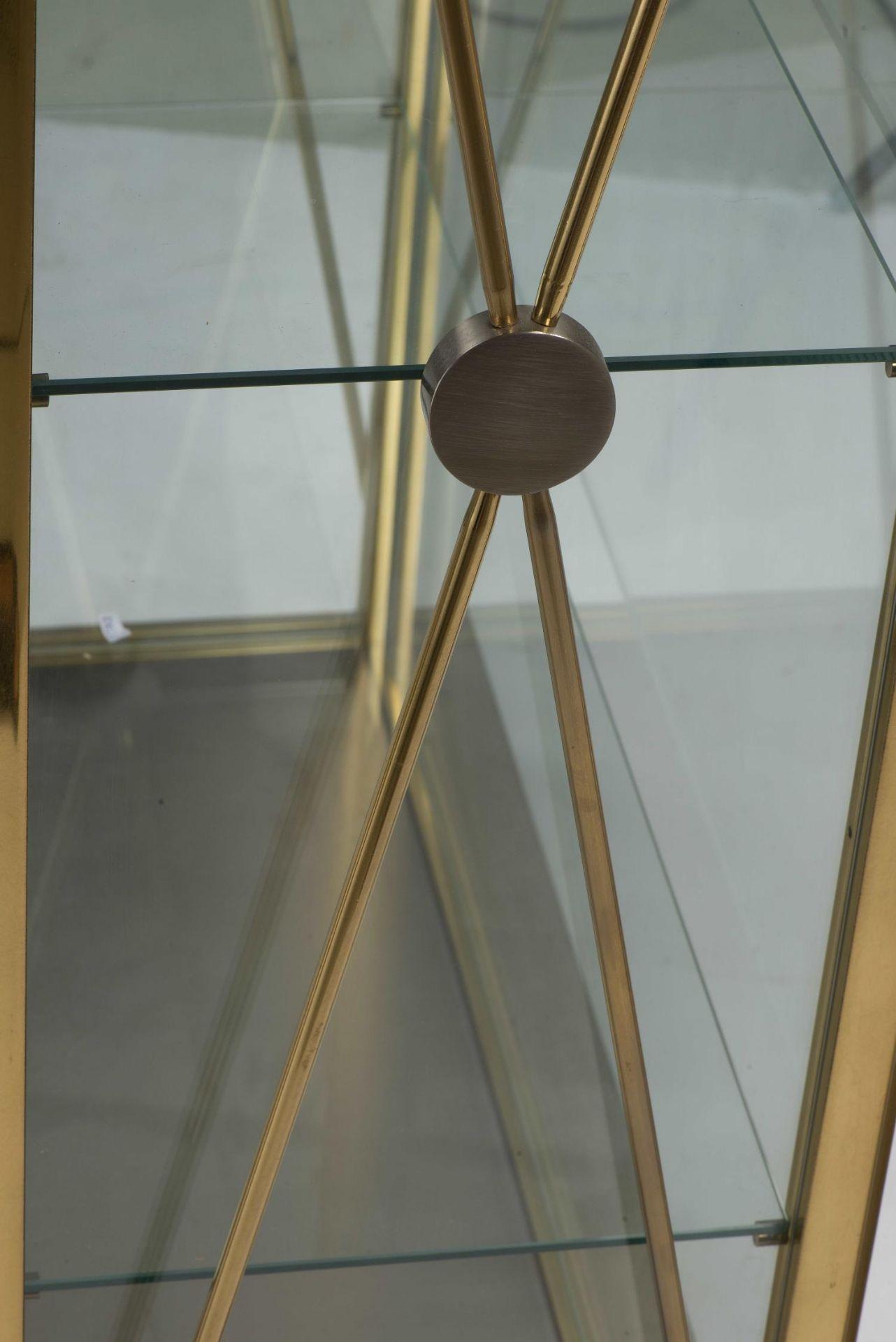 Vitrine en verre laiton et inox dans le goût de Pierre Vandel - Bild 5 aus 7