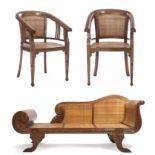 Deux fauteuils et une banquette balinais en Suar teck