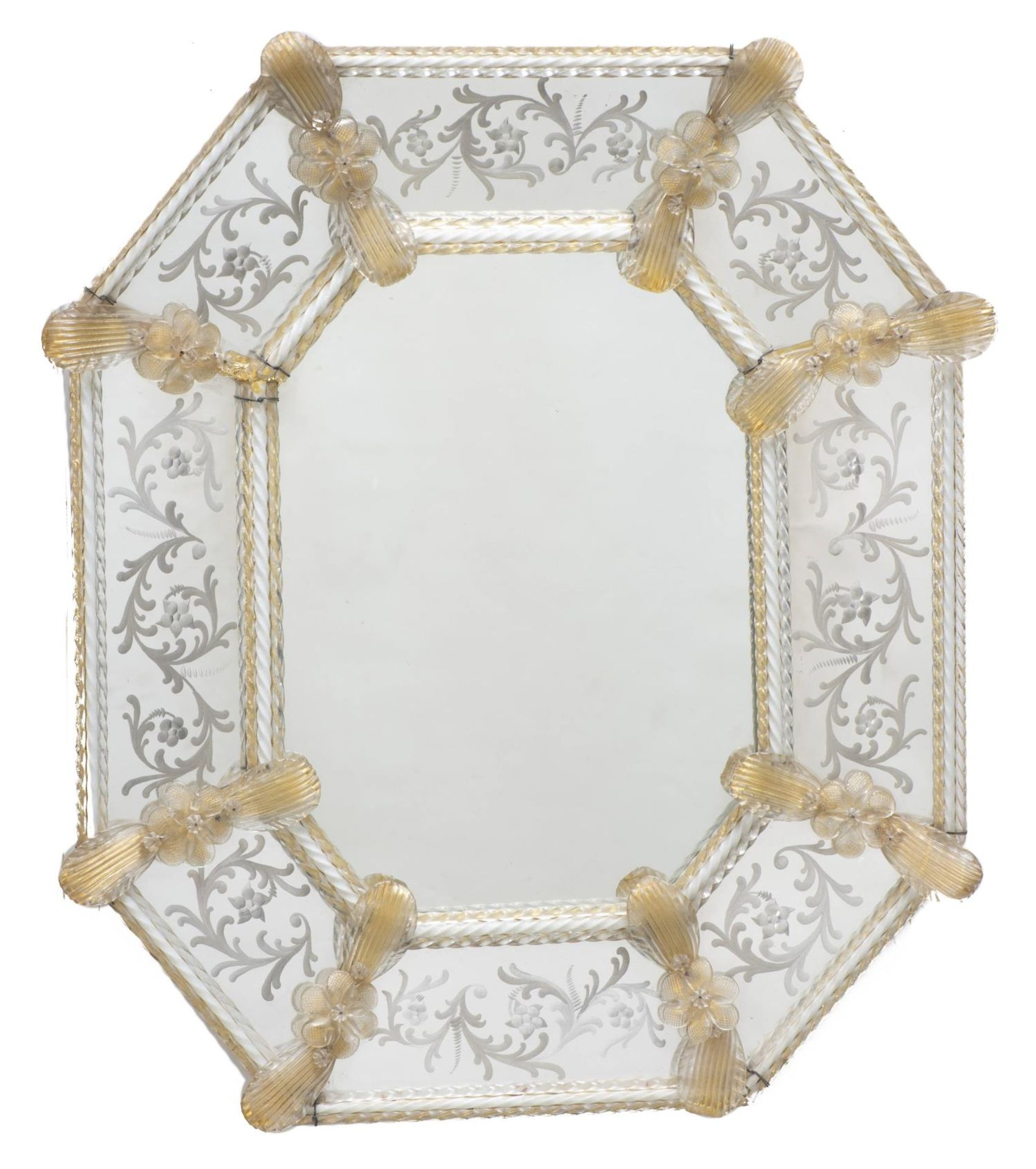 Miroir vénitien octogonal encadré de torsades et de fleurs en verre