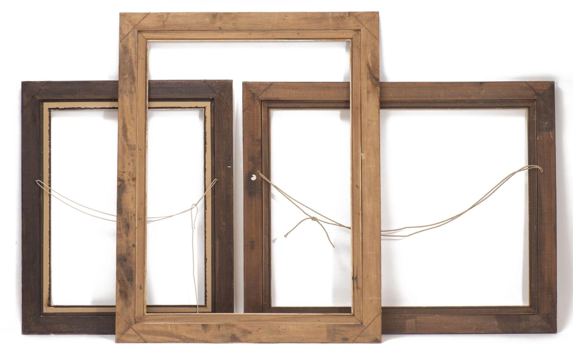 Ensemble de trois cadres en bois et stuc doré à décor de feuillages - Bild 3 aus 3