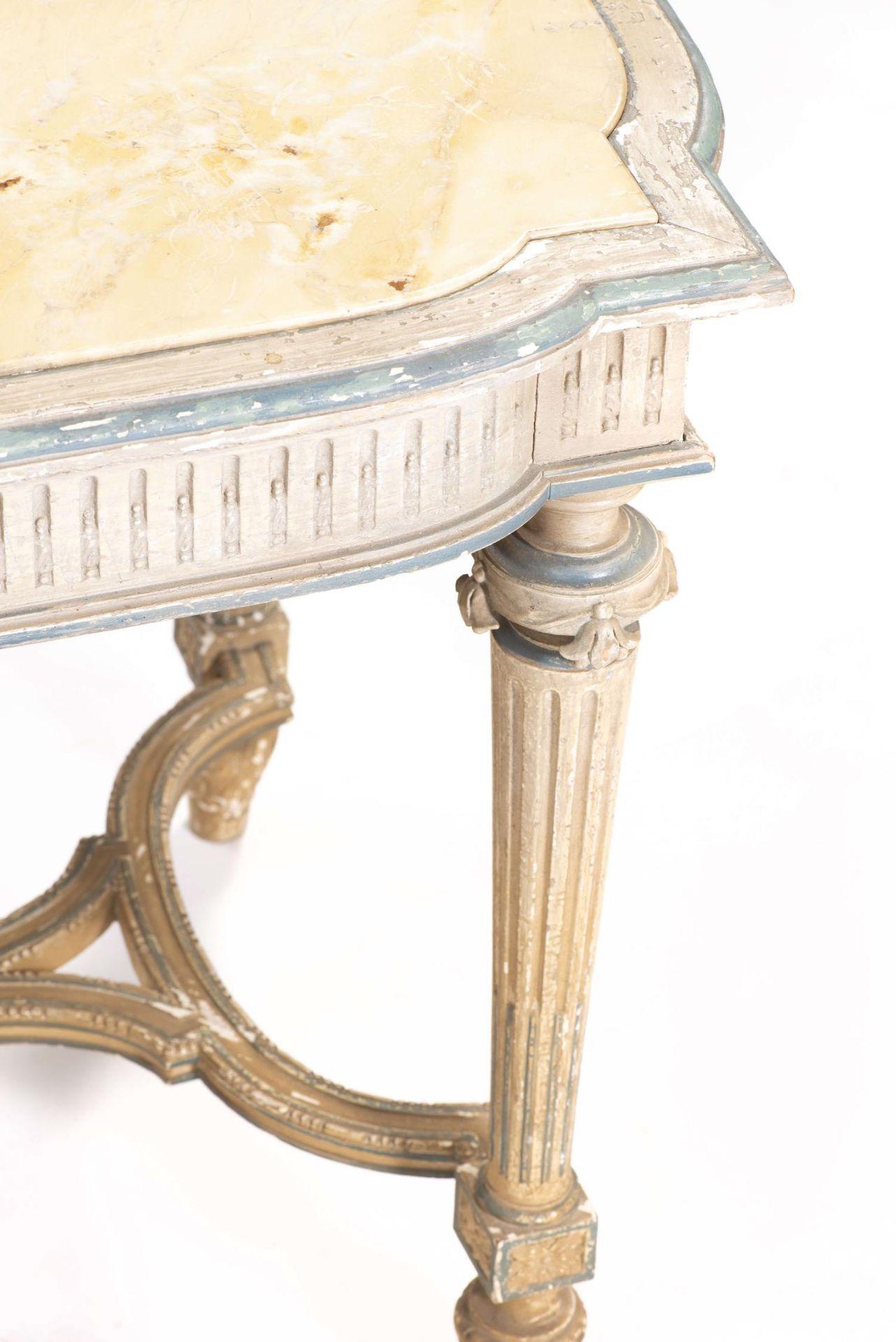 Table de chasse de style Louis XVI avec plateau de marbre jaune - Bild 2 aus 4