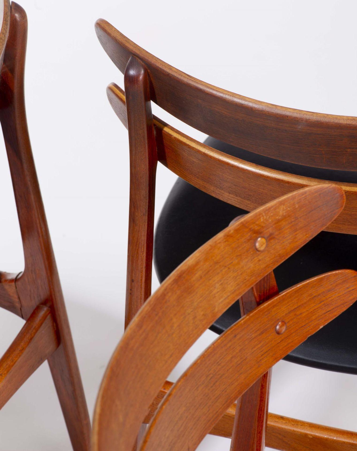 Quatre chaises en teck et deux fauteuils en chêne de style scandinave - Bild 8 aus 9