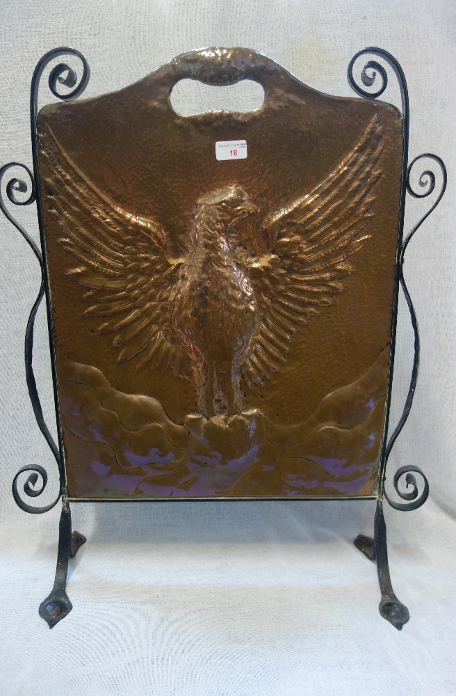 Lot 18 - AN ARTS & CRAFTS COPPER FIRE SCREEN with a wrought iron stand, 73cm high