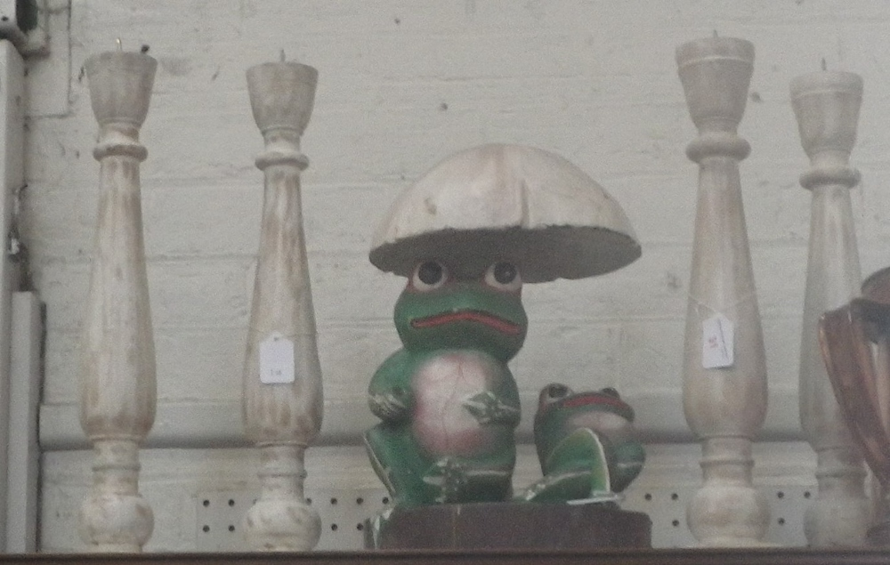 Lot 31 - A HUMOROUS WOOD CARVING in the form of two frogs sheltering under a mushroom and a set of four