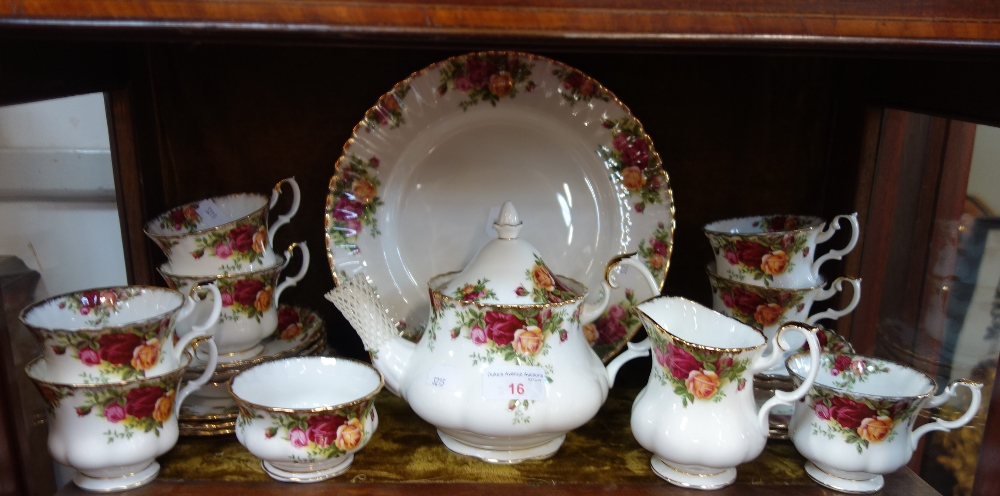 Lot 16 - A ROYAL ALBERT OLD COUNTRY ROSES TEA SET