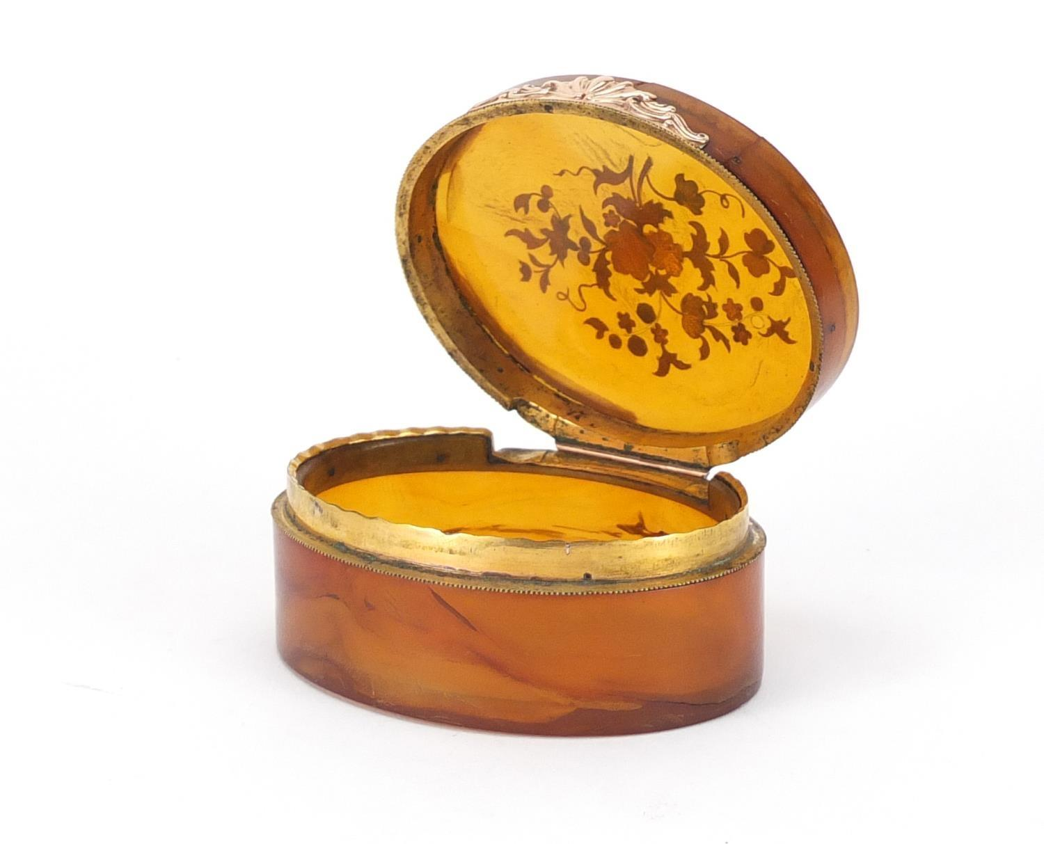 Lot 47 - 18th century horn and piqué work oval snuff box, the hinged lid decorated with flowers, 9cm wide :