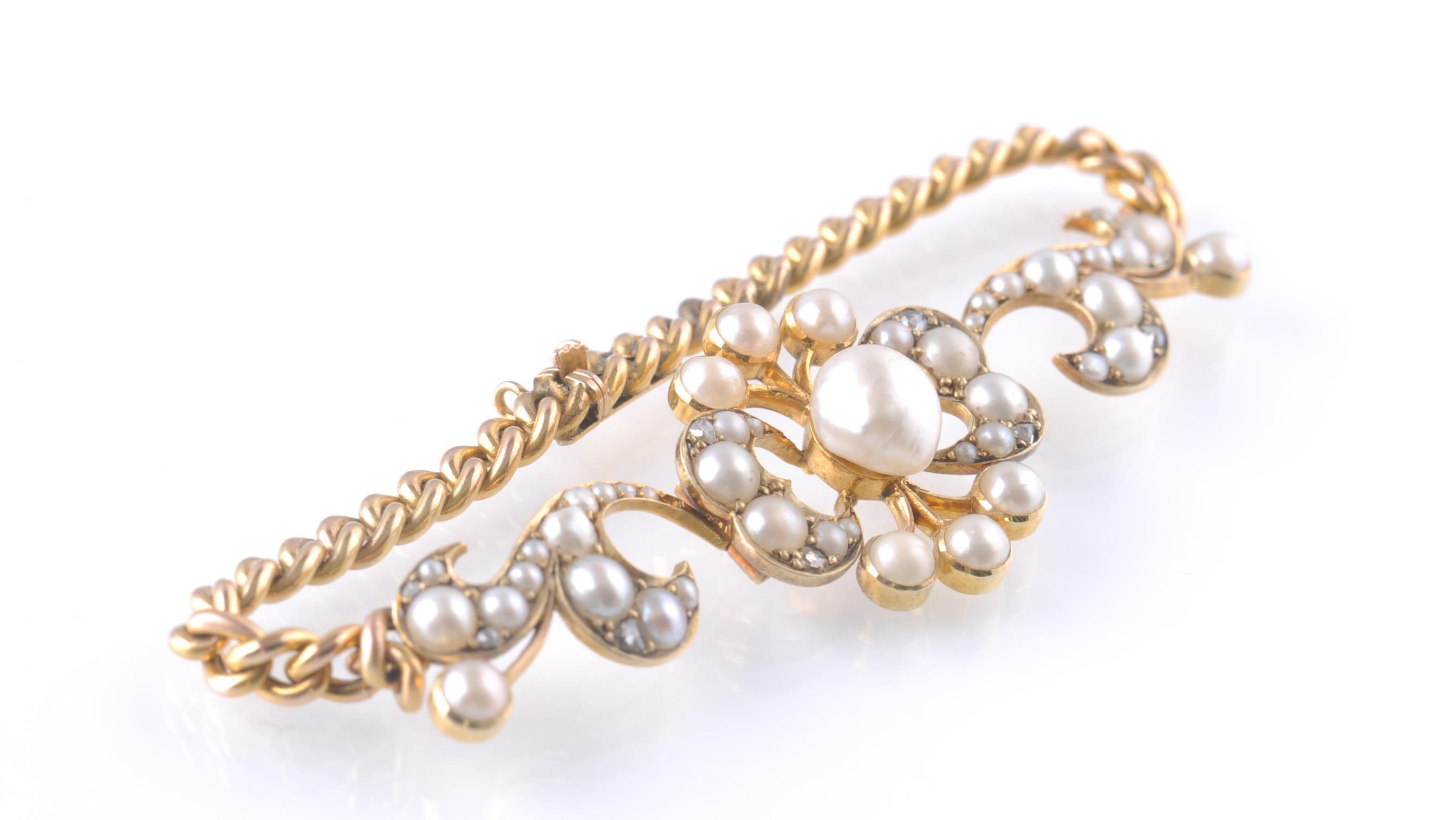 Lot 67 - A 15CT GOLD PEARL & DIAMOND BRACELET