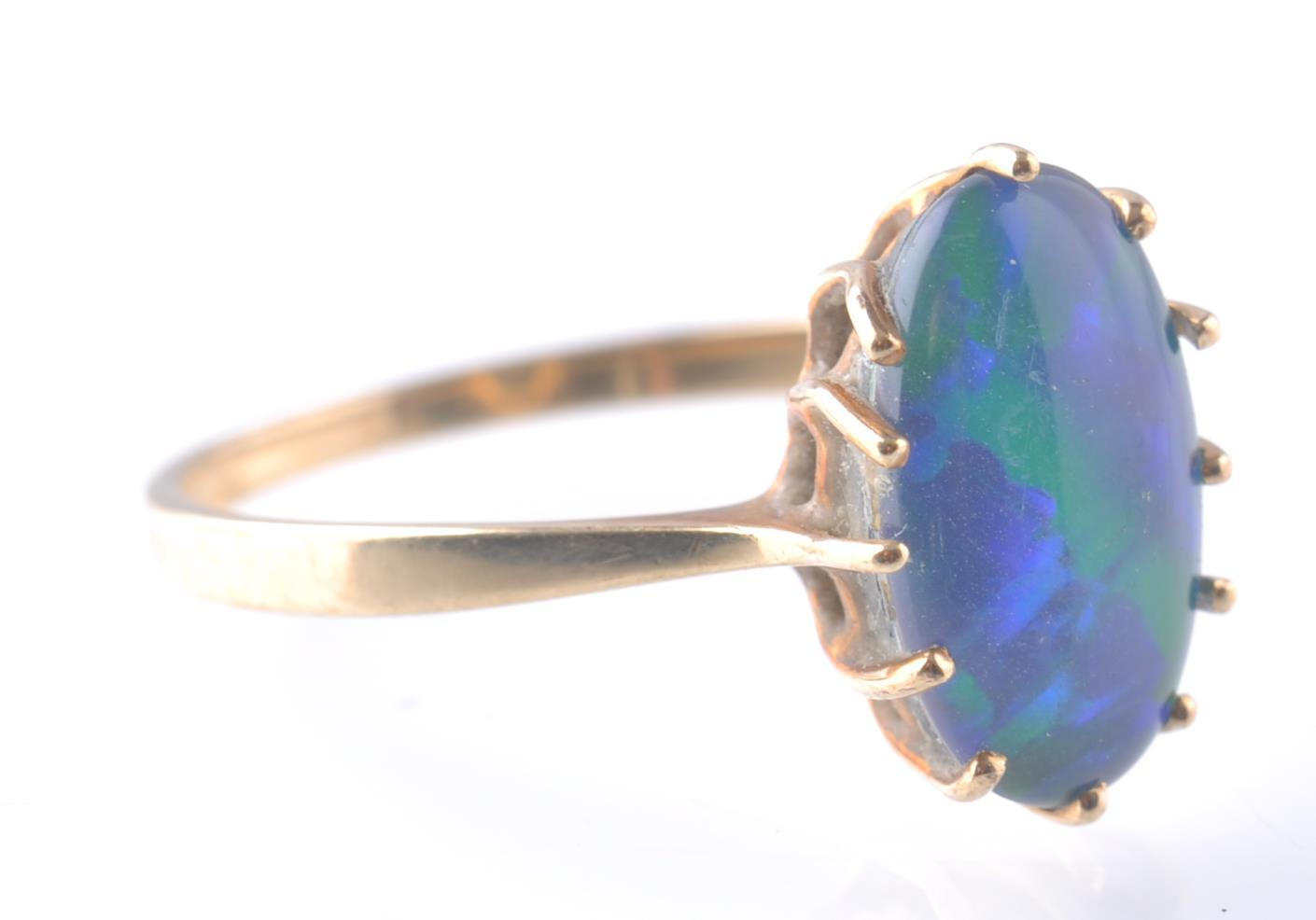 Lot 71 - 9CT / 375 GOLD AND BLACK OPAL RING