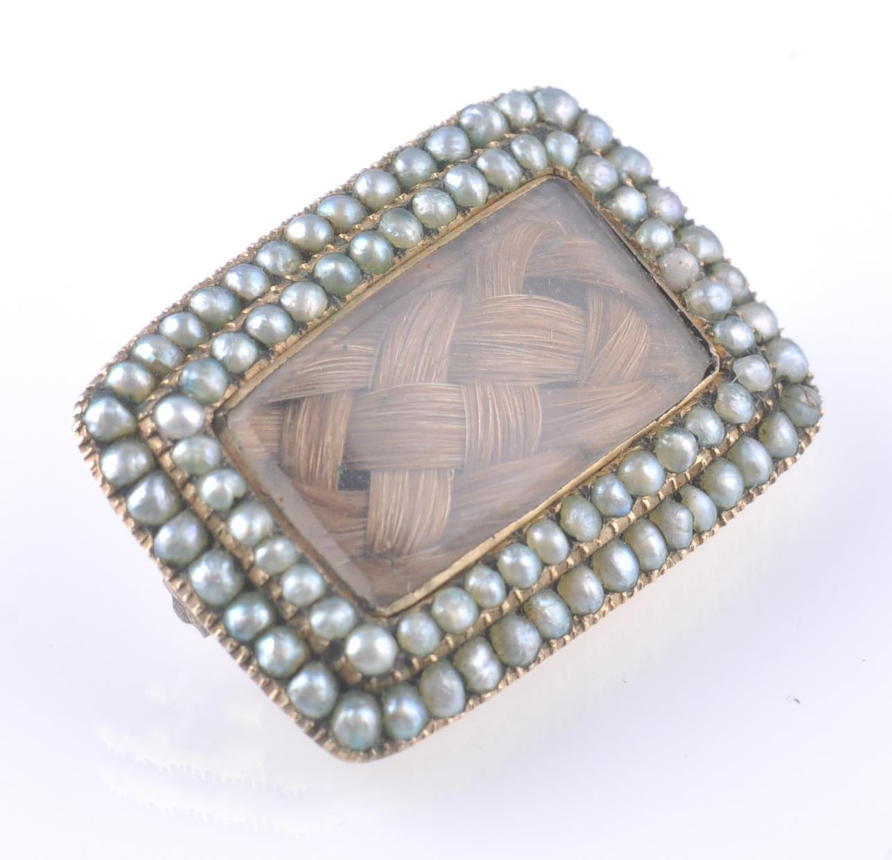 Lot 52 - GEORGIAN GOLD SEED PEARL SET MOURNING BROOCH