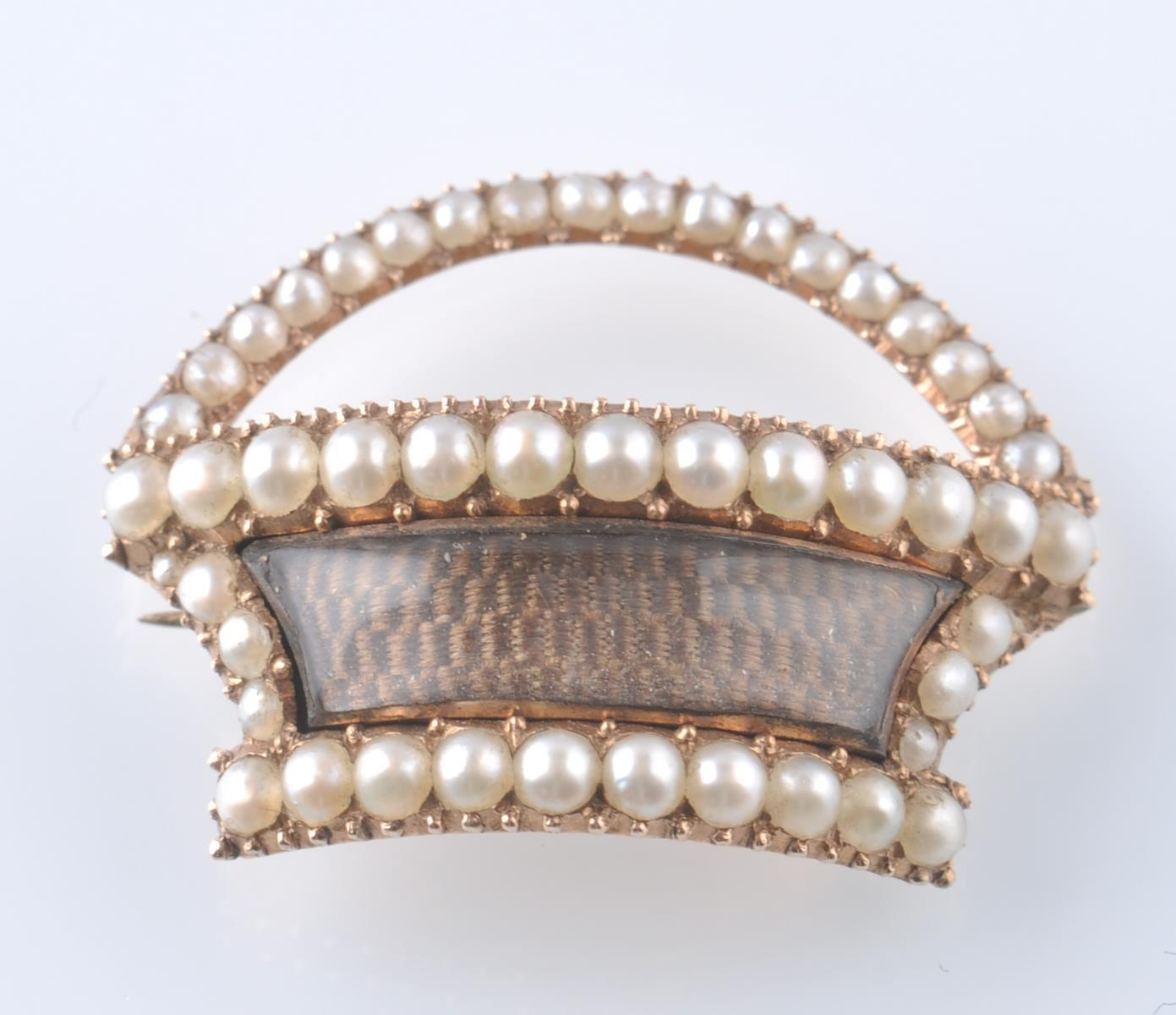Lot 126 - 19TH CENTURY GEORGIAN GOLD AND SEED PEARL RELIQUAR