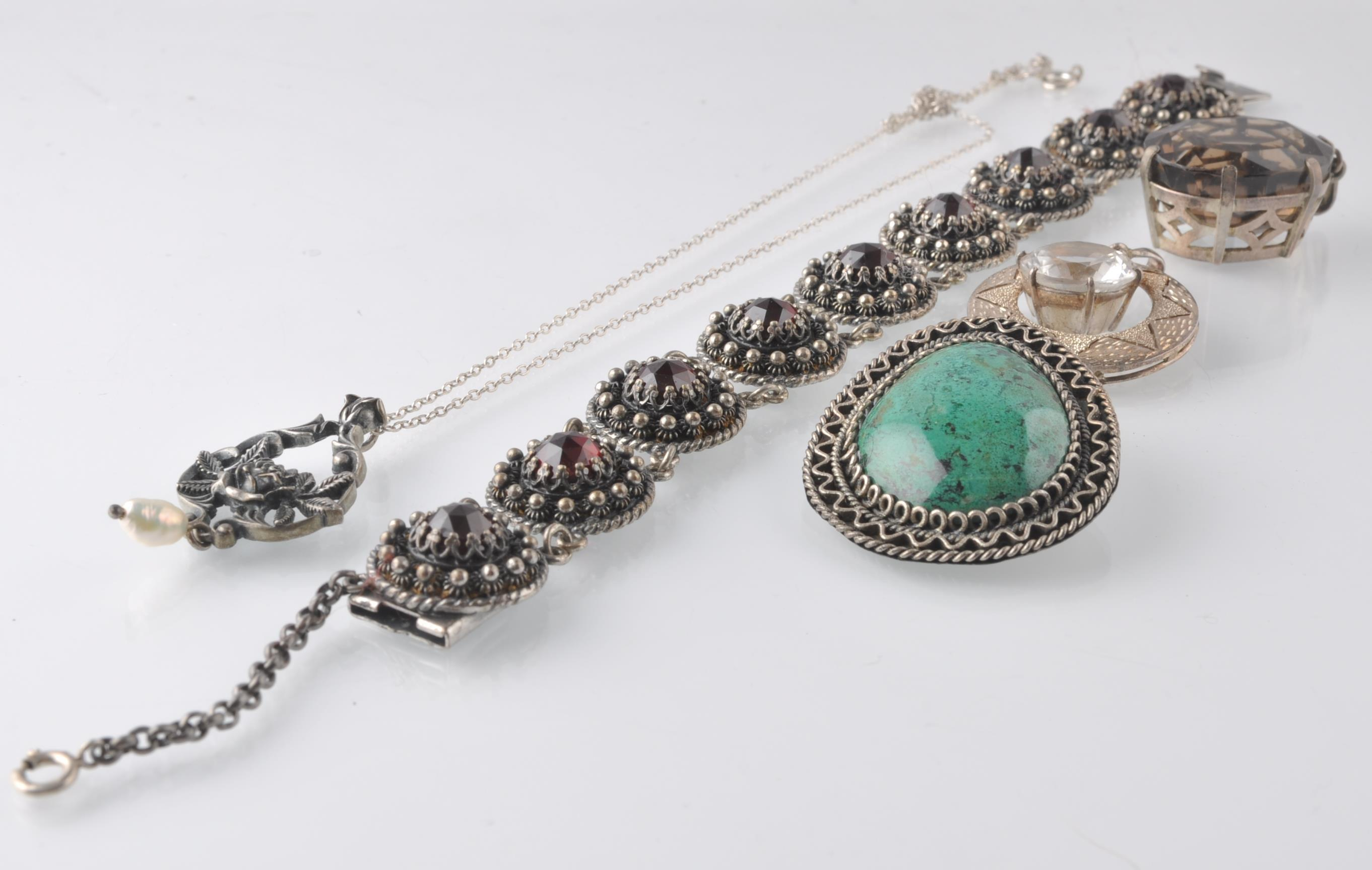 Lot 19 - LARGE SELECTION OF SILVER AND WHITE METAL JEWELLER