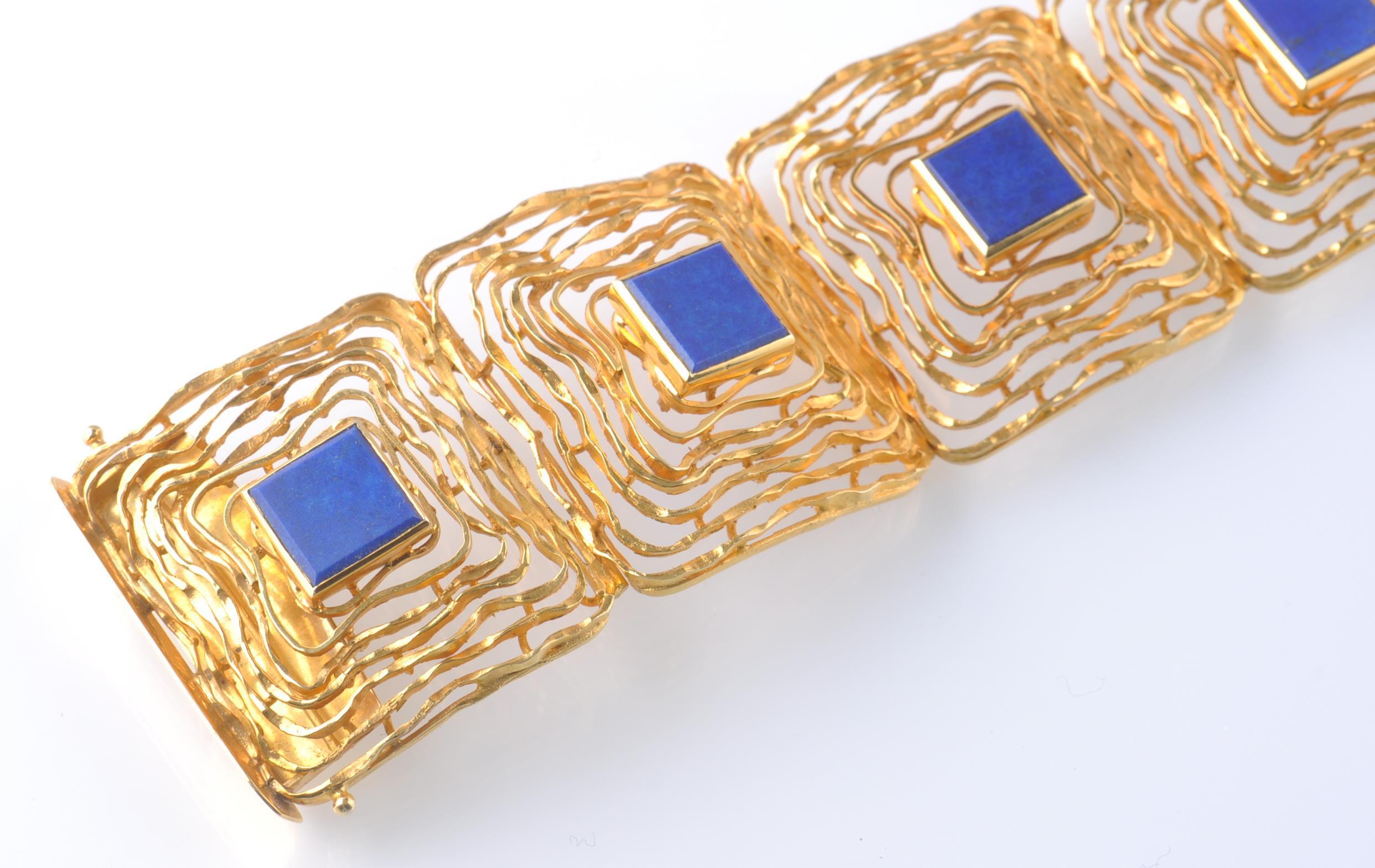 Lot 96 - A MID CENTURY 14CT GOLD AND LAPIS LAZULI BRACELET