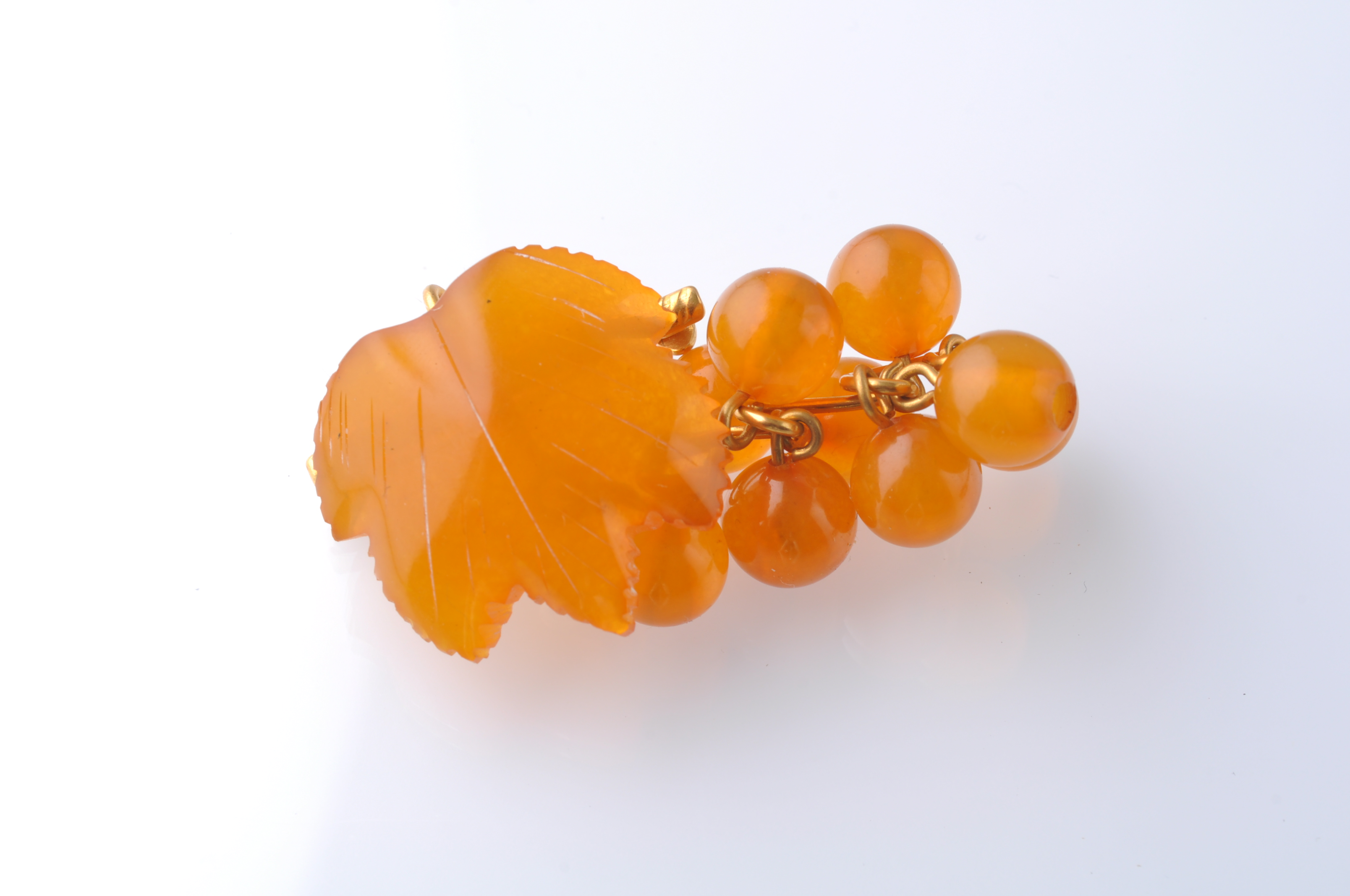 Lot 14 - A COLLECTION OF SILVER GOLD AND AMBER JEWELLERY