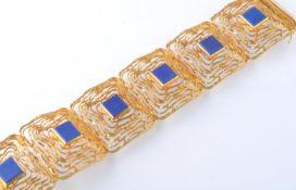 A MID CENTURY 14CT GOLD AND LAPIS LAZULI BRACELET