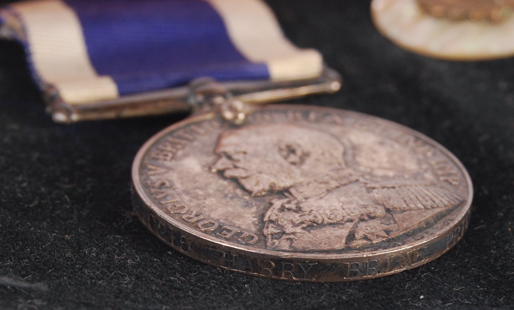 Lot 99 - WWI FIRST WORLD WAR MEDAL PAIR & BADGE - ROYAL MAR