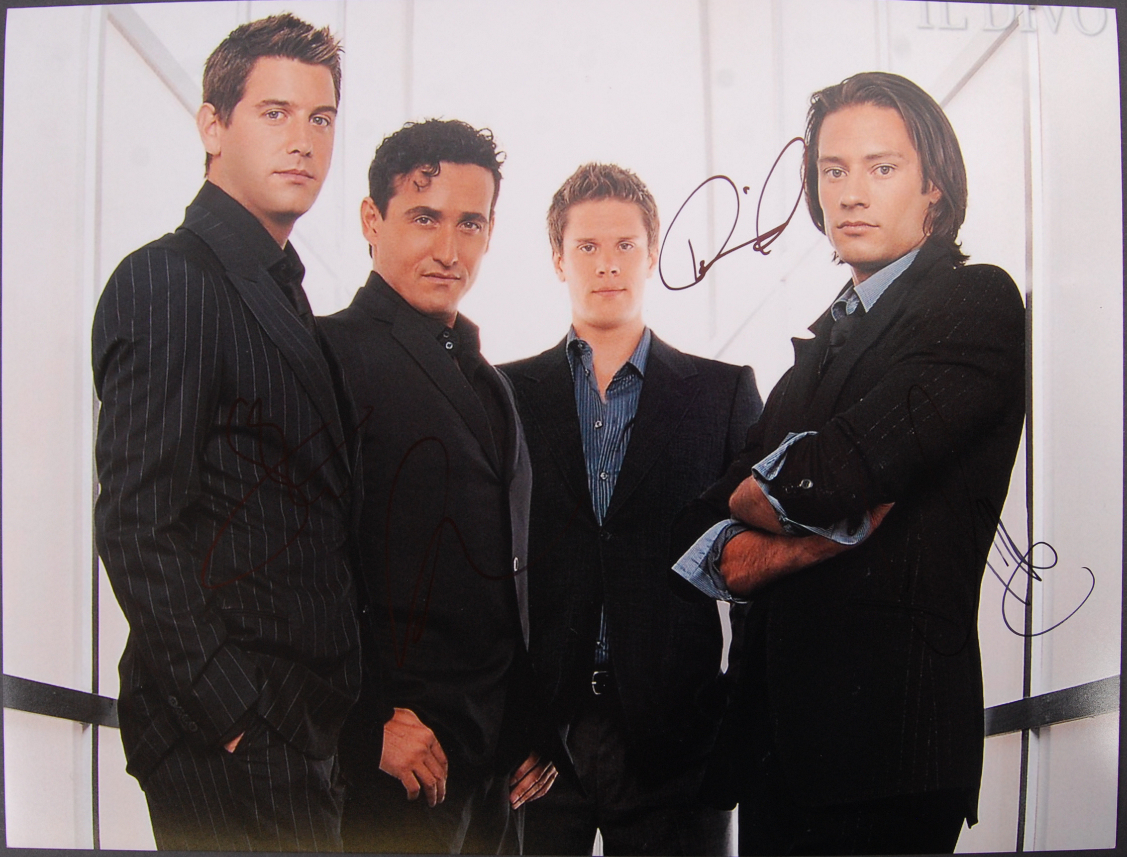 Lot 136 - IL DIVO - FULL BAND AUTOGRAPHED PHOTOGRAPH