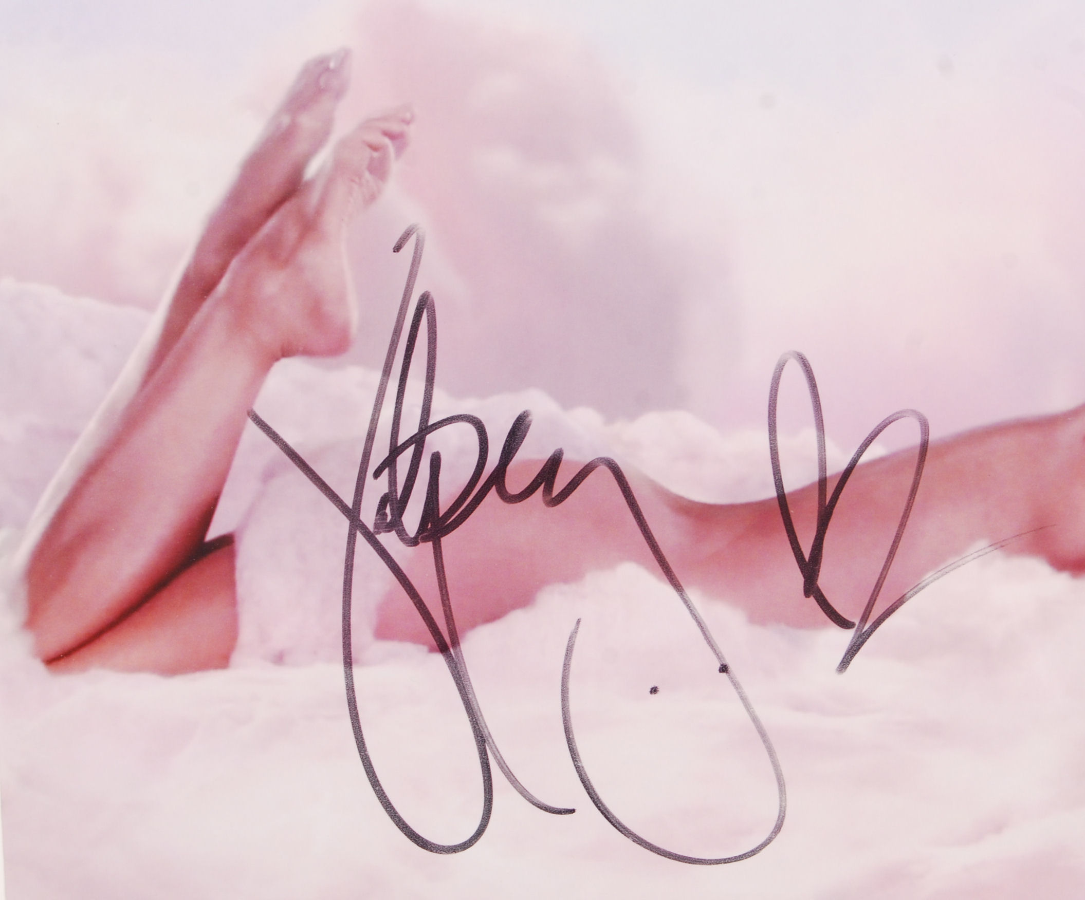 "Lot 47 - KATY PERRY - AUTOGRAPHED 8X10"" COLOUR PHOTOGRAPH"