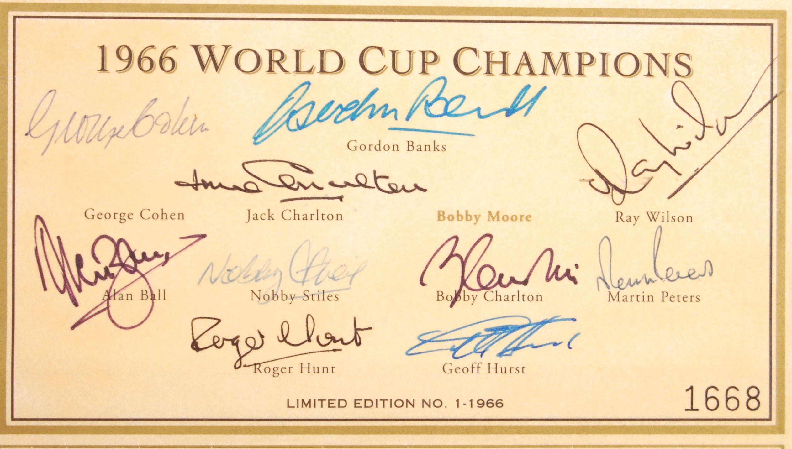 Lot 65 - WORLD CUP 1966 - ENGLAND FOOTBALL AUTOGRAPHS - SET