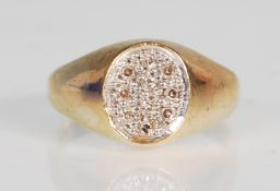 An English hallmarked 9ct gold ring having an oval