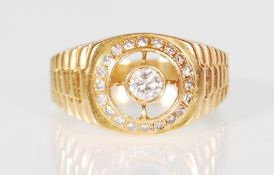 18CT YELLOW GOLD AND DIAMOND GENTS SIGNET RING 0.2