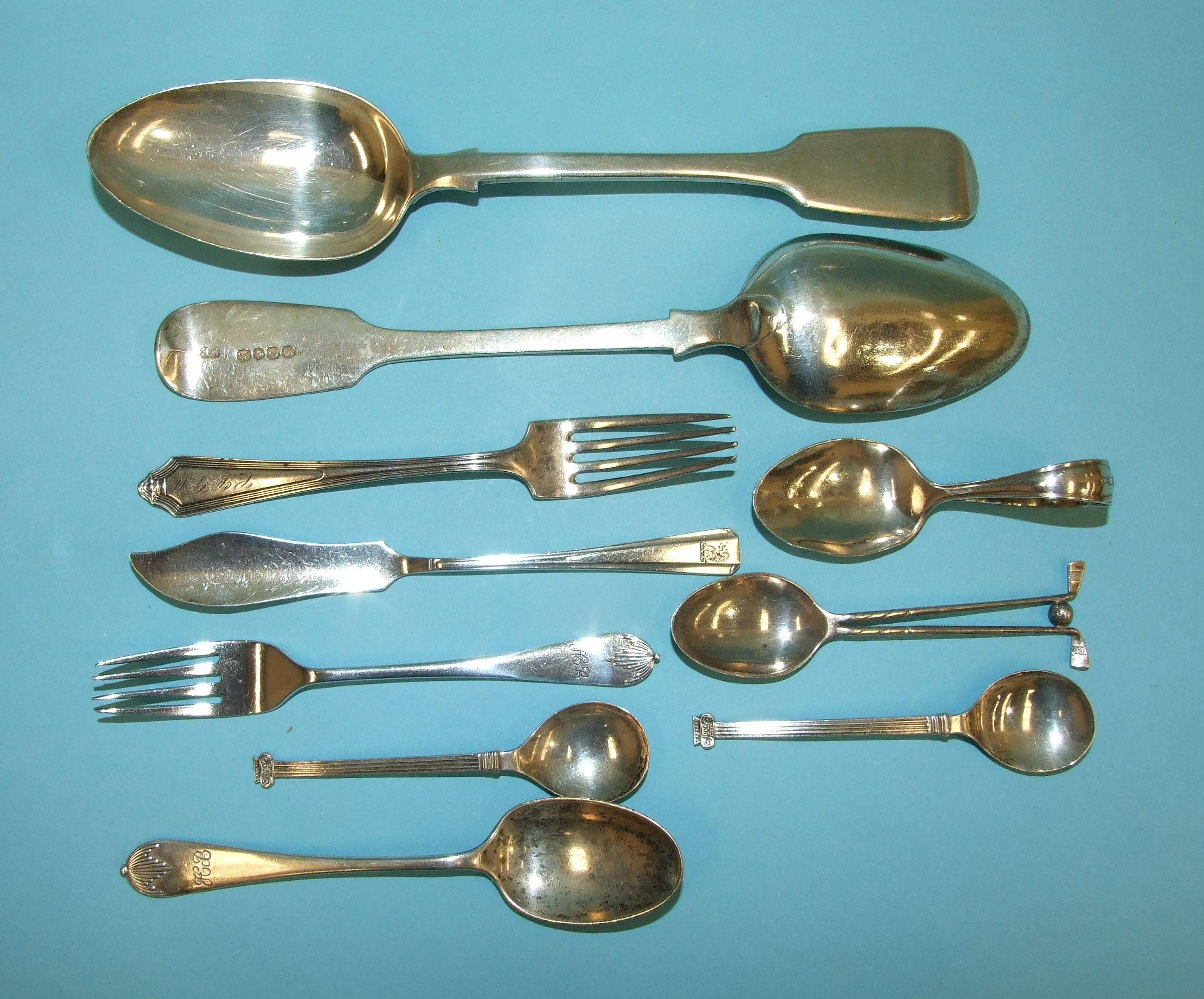 Lot 317 - A pair of Victorian silver fiddle pattern table spoons, maker WE, London 1854 and other silver