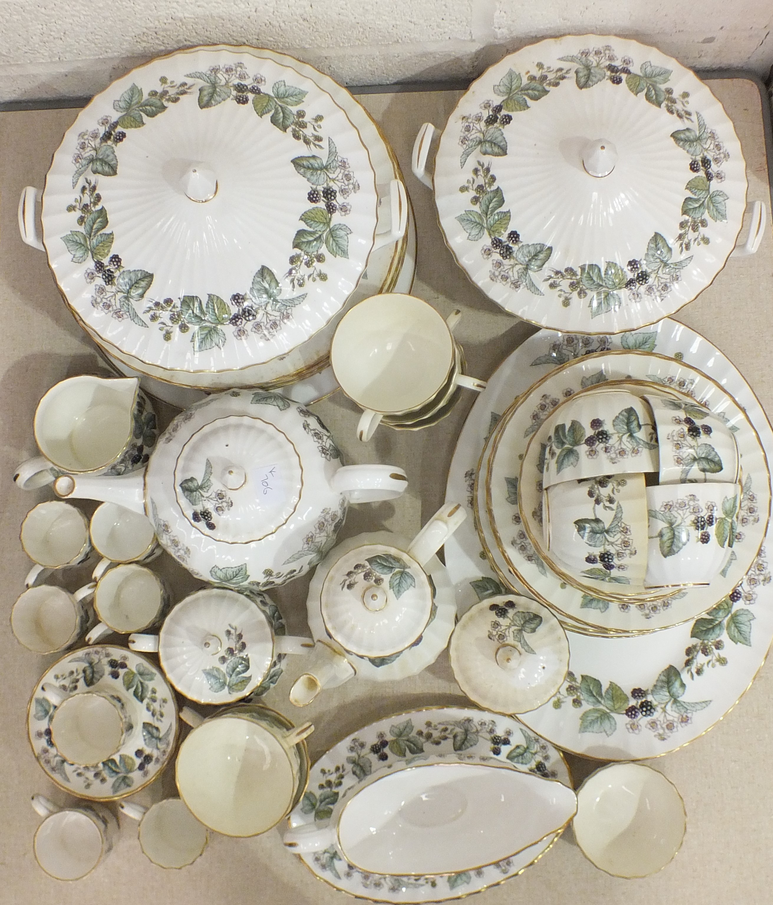 Lot 60 - A collection of Royal Worcester bone china dinner and tea ware in the 'Lavinia' pattern,