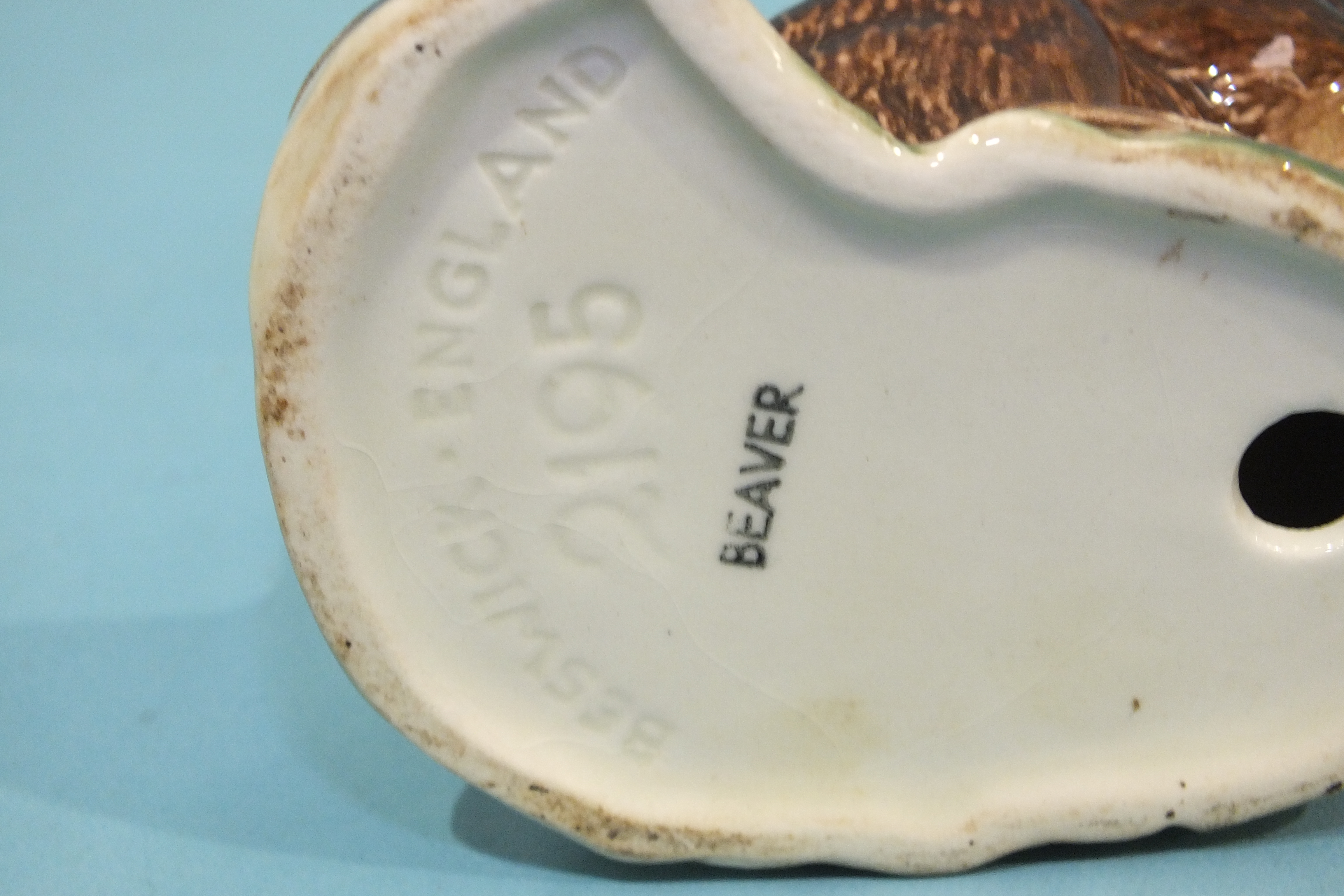Lot 129 - A Beswick model of a Thrush 2308, Beaver 2195, Kingfisher 2371, Barn Owl 1046 and a Nao model of a