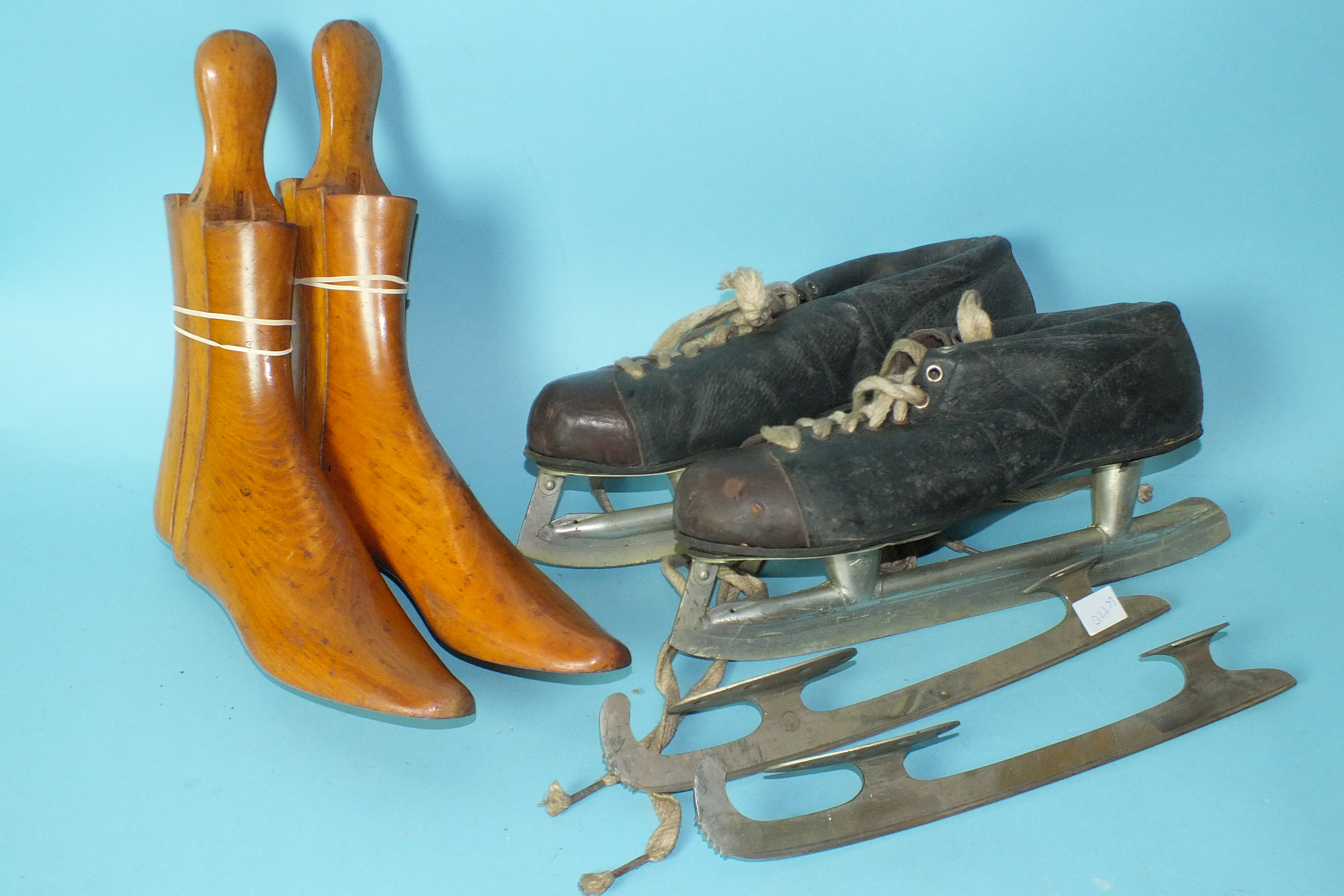 Lot 563 - A pair of wooden shoe lasts and a pair of Canadian ice skates with spare blades, boxed.