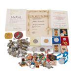 DDR - Konvolut Orden, Auszeichnungen, Medaillen,Abzeichen, darunter auch Urkunden und etwas altes