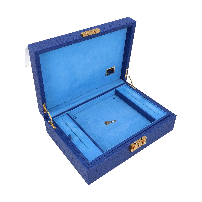 Lot 27 - ROLEX Schmuckbox-Konvolut.Hochwertige Schmuckbox in Dunkelblau mit All-Over Logomuster. Ein