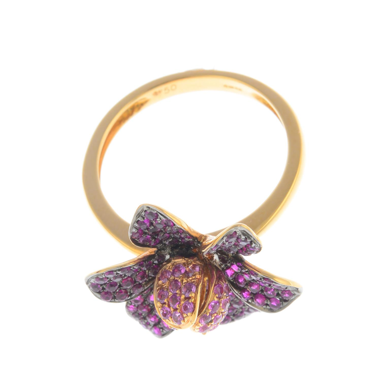 Lot 60 - An 18ct gold pink sapphire and ruby flower ring.