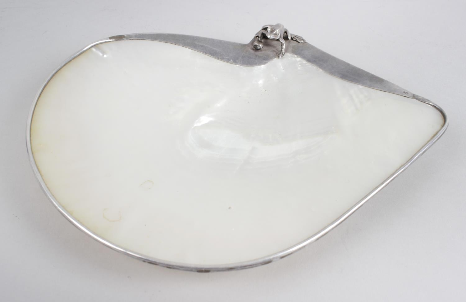Lot 160 - A silver mounted mother of pearl dish,