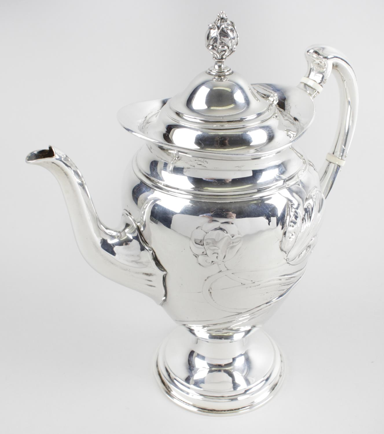 Lot 40 - An Art Nouveau silver coffee pot,
