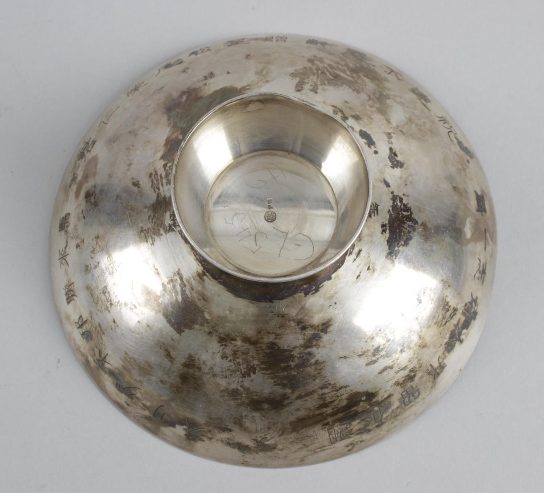Lot 162 - A small Japanese circular dish,