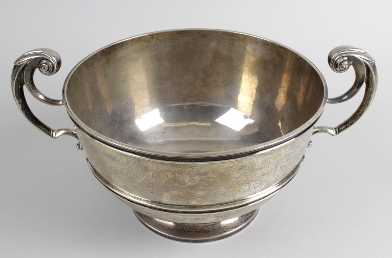 Lot 55 - An Edwardian silver bowl,