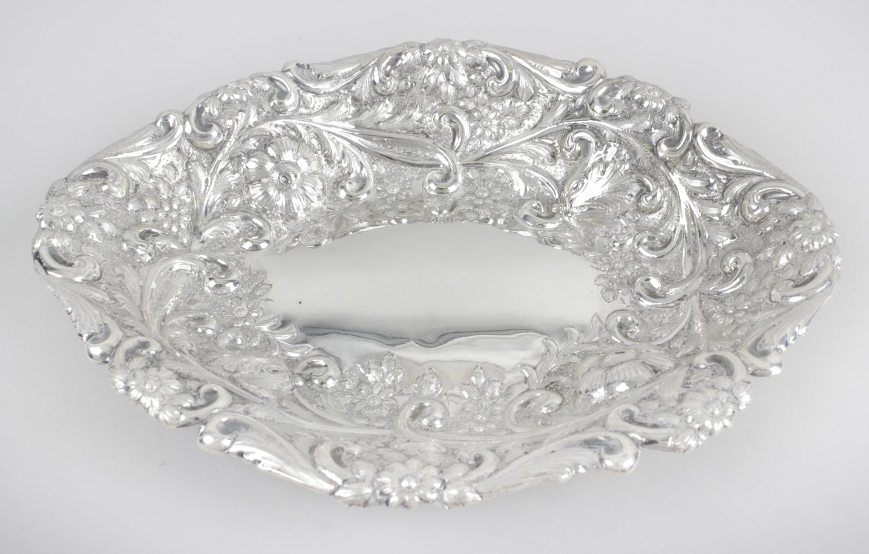 Lot 50 - An Edwardian silver dish,