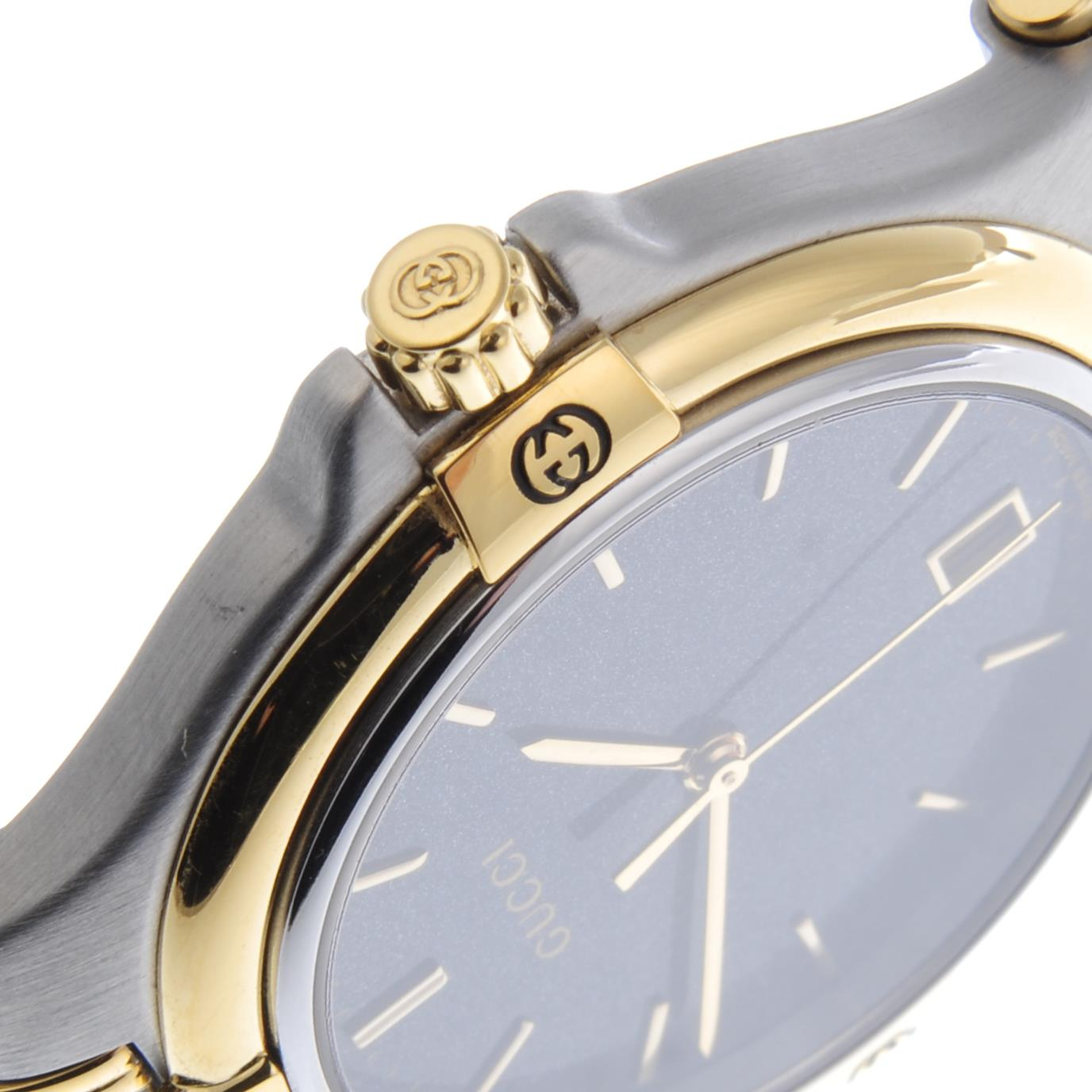 Lot 43 - GUCCI - a gentleman's bracelet watch.