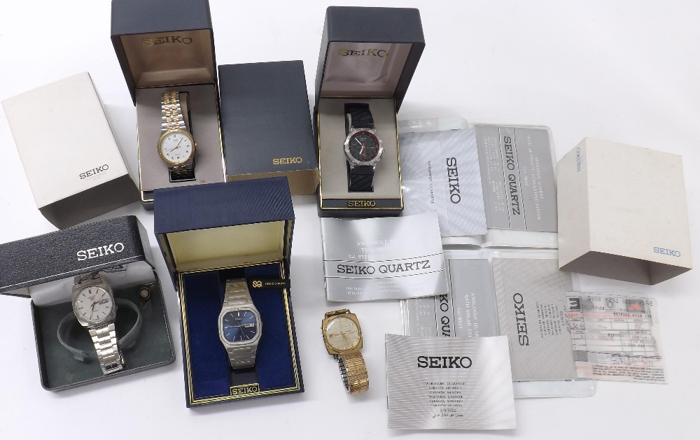 Lot 1875 - Seiko 5 automatic stainless steel gentleman's bracelet watch (box and tag); together with a Seiko SQ