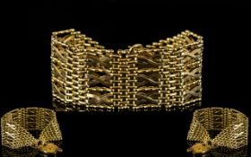 Ladies - Superior Quality and Heavy 9ct Gold Kisses Design Broad Gate Bracelet with Attached 9ct