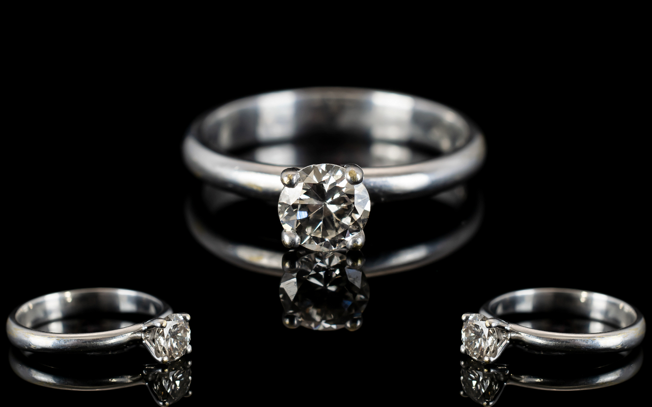 Lot 64 - Contemporary Design 18ct White Gold Sing