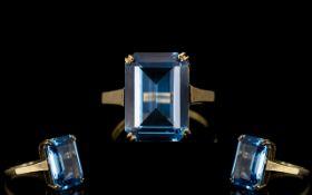 Ladies - Attractive 9ct Gold Single Stone Aquamarine Set Dress Ring.