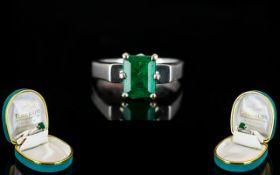 18ct White Gold Superb Single Stone Emerald Dress Ring.
