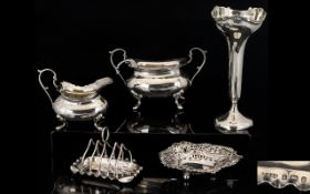A Collection Of Antique Sterling Silver Pieces Five items in total, all fully hallmarked,