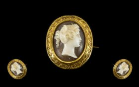 Victorian Period Fine Quality 18ct Gold Oval Shaped Raised Cameo Pendant / Brooch, Button Size,