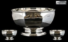 Edwardian Period - Impressive and Superb Quality Solid Silver Punch Bowl of Large Proportions. In Nr