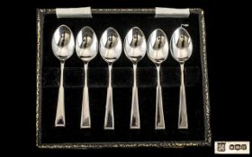 Cased Set of 6 Coffee Spoons hallmarked for Sheffield U 1962.