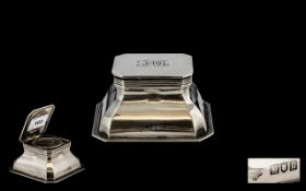 Goldsmiths and Silversmiths Fine Quality and Solid Sterling Silver Lidded Inkwell of Square Form.
