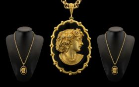 9ct Gold Impressive and Good Quality Oval Shaped Portrait Cameo - the ornate oval shaped 9ct gold